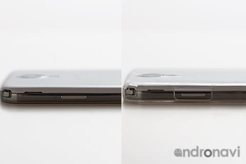 薄さ0.5mm!比べてみても違いがわかる。つけていない姿(左)つけている姿(右)