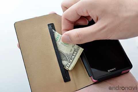 内ポケットには紙幣やちょっとした小物を入れておこう