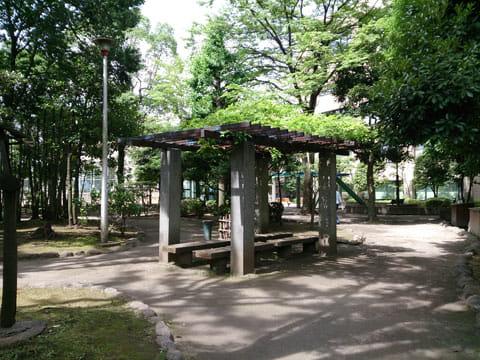 公園のベンチ:Xperia Aで撮影