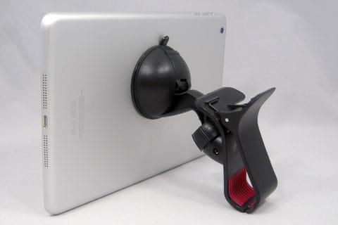 吸盤をタブレットの背面に取り付ければ、スタンドとして活用できる
