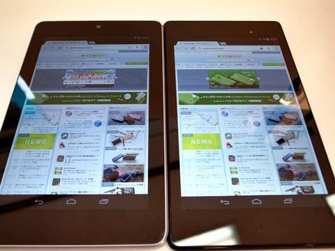 「Nexus 7(2012)」(左)「Nexus 7(2013)」(右)。「Nexus 7(2012)」は枠が銀色で横幅が広く、「Nexus 7(2013)」は枠が黒色で縦が少し長い