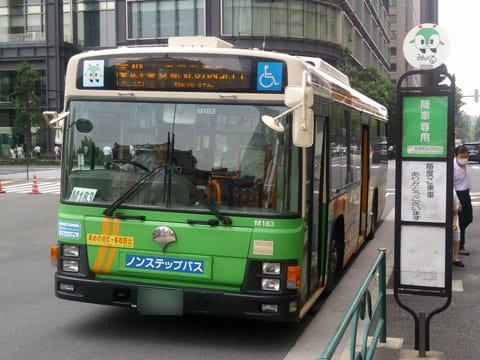節約も兼ねて、東京駅まではバスで移動