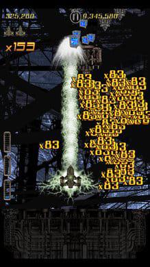 Teslapunk:ボムは弾消し効果と共にスコア倍率を増加させる効果がある