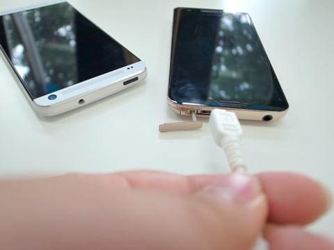 他のスマートフォンと差し替えて充電できるか試してみよう
