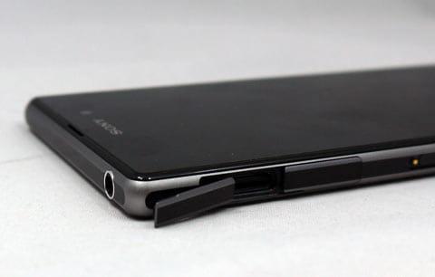 「Xperia Z1」はmicroSDカードスロットを使ってストレージの容量を増やせるのが強み