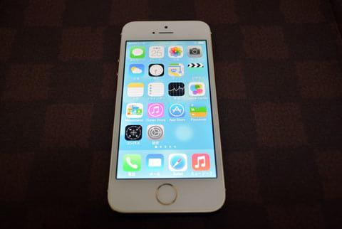 「iPhone 5s」のRetinaディスプレイ。十分すぎるぐらいきれいだ