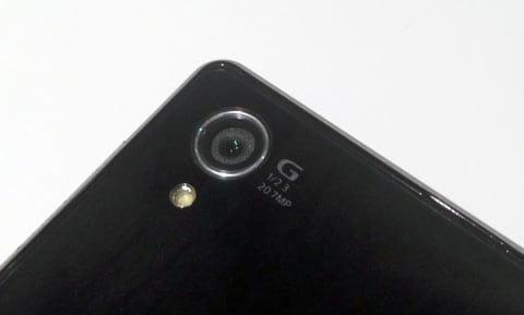 「Xperia Z1」はカメラセンサーをさらに高画素化し、レンズを高性能ガラスレンジに置き換え