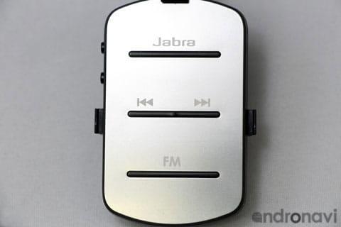 幅35mm、高さ57mmの小型の本体で、音楽再生や通話、ラジオ視聴ができる