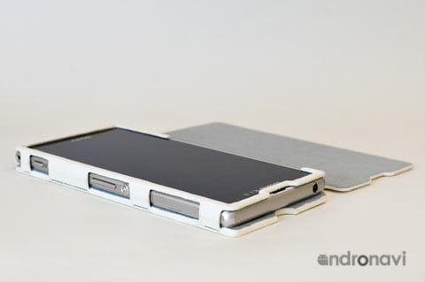 Xperia Z1の特徴的サイドデザインもちゃんと見える
