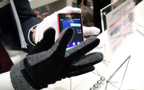 「手袋モード」のデモンストレーション。バッチリ操作できていた