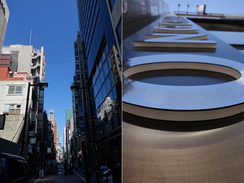 空の青さとビルの窓ガラスの質感に注目(左)ローアングルで看板を撮影(右)
