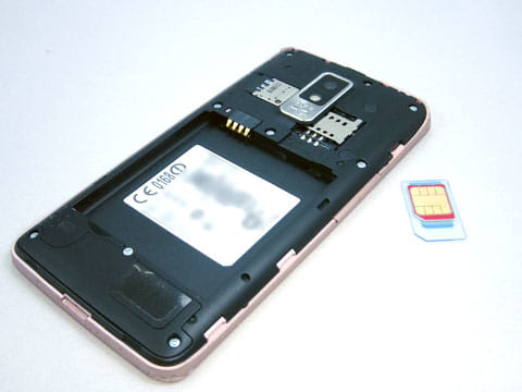 SIMカードを装着