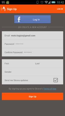 Strava Run GPS Running Tracker:アカウント登録画面。『Facebook』アカウントの利用も可能