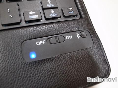 Bluetoothキーボードの電源は、スライドスイッチで行う