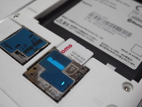 SIMカードはスマートフォンやタブレットのSIMスロットに差し込もう
