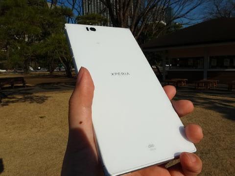 スマートフォンの中では最大となる6.4インチディスプレイを採用