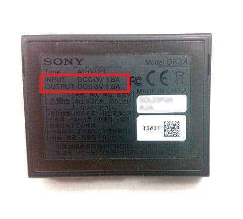 少し見にくいですが、Xperia Z1のクレイドルに表記されているA数。1.8A以上の機器で充電しよう
