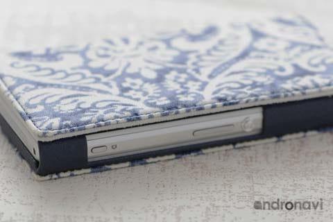 表面はアラブ絨毯のような不思議なデザイン