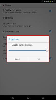 端末設定の「画面」項目からも輝度調節は可能