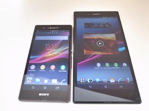 Xperia Z(左)Xperia Z Ultra(右)5インチディスプレイのZと比較してもその大きさは歴然