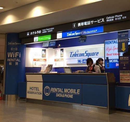 テレコムスクエアなら、成田、羽田空港にカウンターがあって、ルータの受け取り、返却ができる。返却BOXがあるのでカウンターが閉まっていても返却できるのがポイント