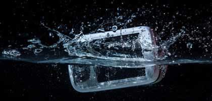 過信は禁物?防水スマートフォンの落とし穴。水濡れした際のケア方法も教えます!
