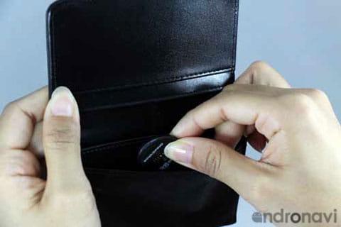お財布やカバンであればシールを剥がさずにそのまま入れておけばOK