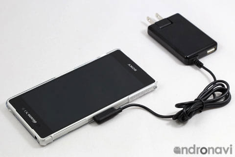 卓上ホルダ用接触端子を使って充電ができる