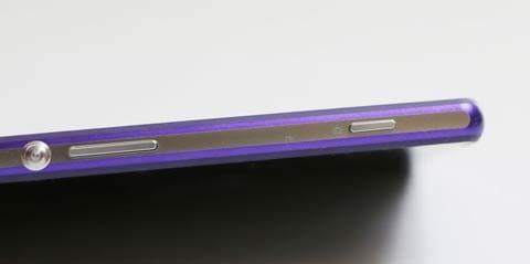 Xperia Z2にはシャッターボタンが付いている
