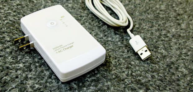 【スマホ初心者必見!】バッテリー残量が一目でわかる!これ1つでスマートに充電できちゃうAC式モバイルバッテリー