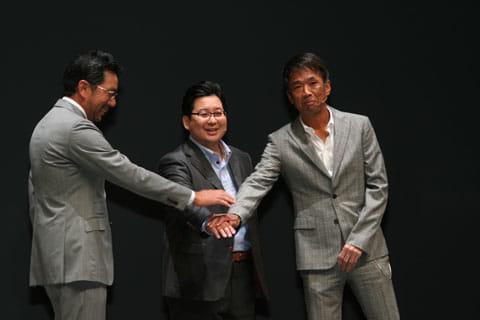 サブスクリプション型音楽ストリーミングサービス「LINE MUSIC」を発表した(左から)村松俊亮SonyMusic COO、舛田淳LINE上級執行役員CSMO、千葉龍平エイベックス・グループ・ホールディングスCSO