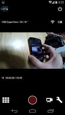 GoPro App:リモートコントロール画面。赤い丸ボタンで撮影開始、その右のカメラモチーフをタップで動画/写真モードを切り替え