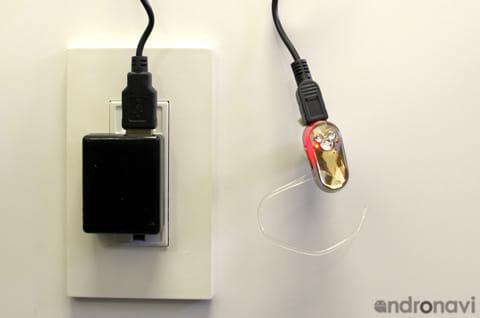 コンセントに差すだけで充電できるので、電池切れの心配も不要