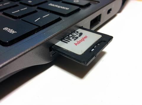 SDカードを挿せばデジカメの写真も扱える