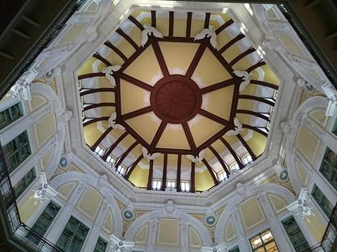 高い天井が気になって撮影しましたが、今ひとつ伝わってきません