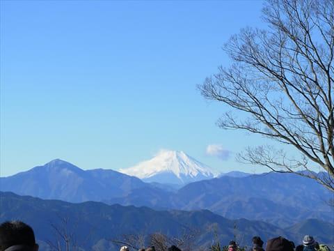 遠くに見える富士山を撮影