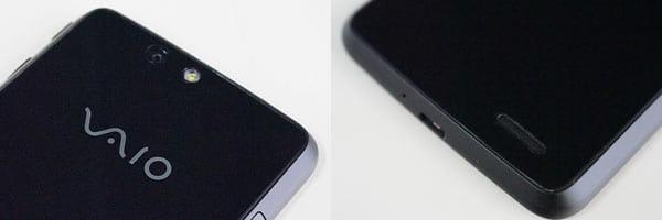 背面上部にカメラ及びLEDライト(左)背面下部にはスピーカー(右)
