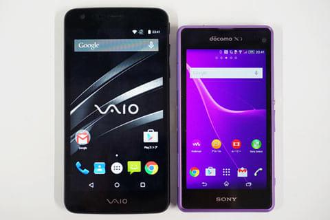 「VAIO Phone」(左)と「Xperia A2」(右)