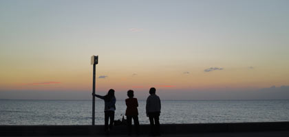 沖縄に来たら海に沈む夕日の写真を撮って欲しい!!モバプリが教える夕日撮影テク~モバイルプリンスの沖縄通信~