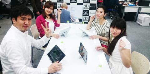 対決前、右から反時計回りで内間氏、野添氏、日向氏、そして編集部スタッフのモリ