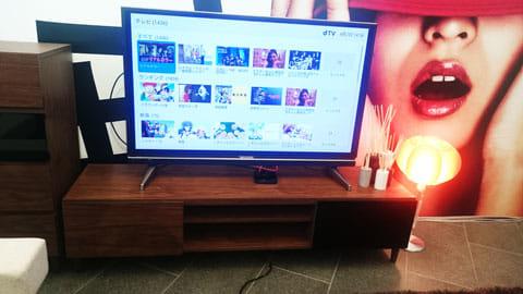 dTVターミナルをテレビとつなげば、大画面で視聴できる
