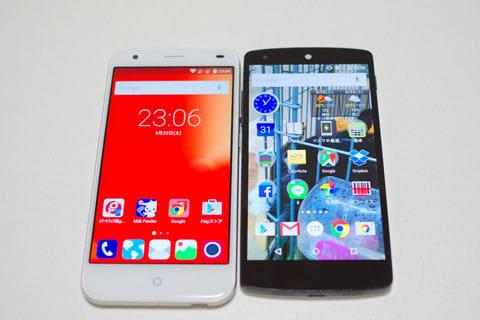 「g02」(左)と、同じ5インチスマホの「Nexus 5」(右)