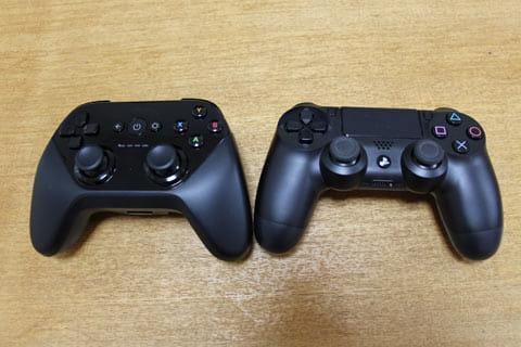 左がゲームパッド、右がDUALSHOCK4