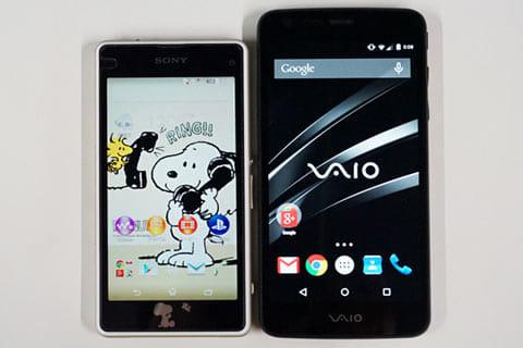 「Xperia J1 Compact」(左)と「VAIO Phone」(右)