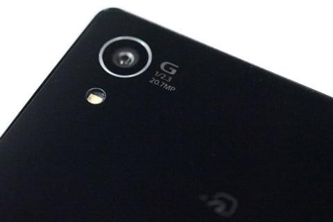 1/2.3型の約2,070万画素のイメージセンサー Exmor RS for mobileを採用したカメラ