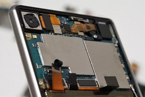 「Xperia Z3」より薄型化しながらも、カメラ機能は維持
