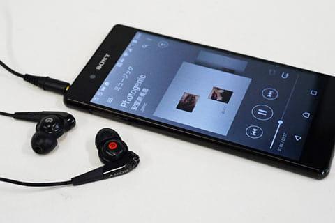 デジタルノイズキャンセリングのイヤホンを別途用意すると、騒音を約98.0%もカット