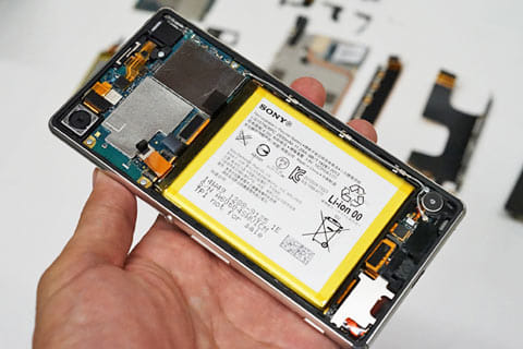「Xperia Z4」の内部。バッテリースペースが一番大きい(※自分で分解したわけではありません)