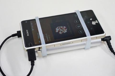 ポータブルアンプを接続すると、ポータブルアンプを通じてリッチな音楽を楽しめる