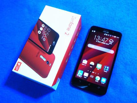 「ZenFone 2」とパッケージ